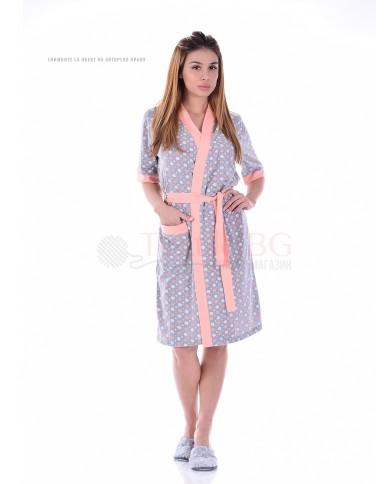 Дамски памучен халат в десен на точки с декорация