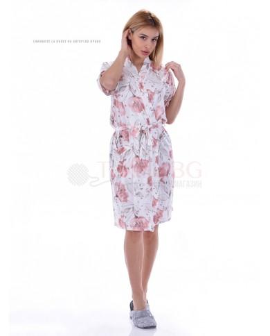Kрасив дамски халат в десен на нежни цветя с декорация